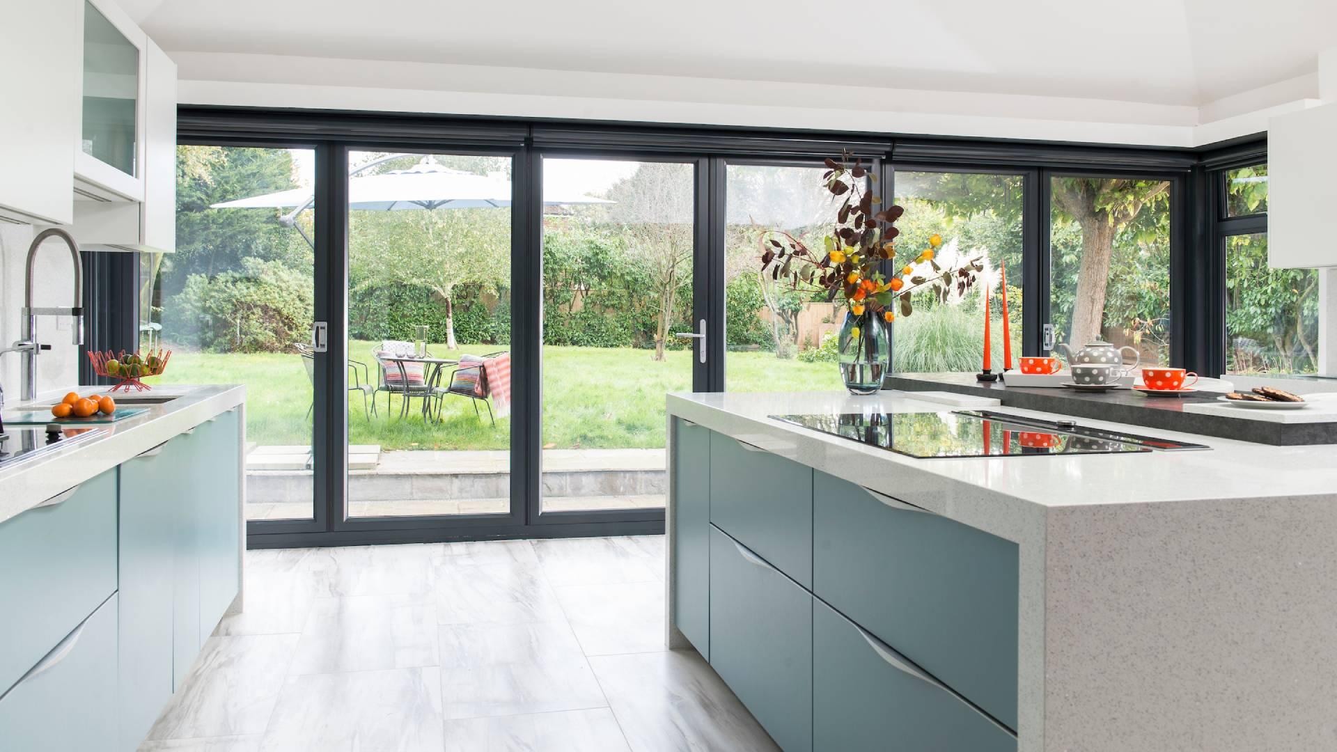 Phòng bếp với không gian rất thiên nhiên và thoáng